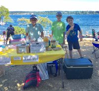 Sixth graders sell lemonade for community councils